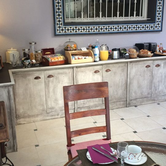 Couverts et buffet du Patio 34